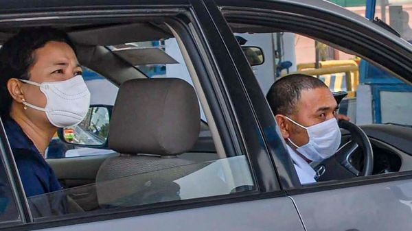 The study says that car users from the world's least affluent cities are exposed to a disproportionate amount of in-car air pollution because they rely heavily on opening their windows for ventilation. (File photo) (PTI)