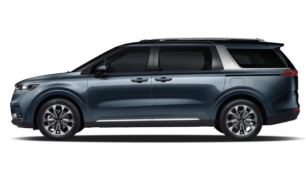 New Carnival's increased wheelbase contributes to greater space throughout the cabin. A single character line runs the length of the car, with bold wheel arches and sharp lines giving a more modern, sculpted appearance.