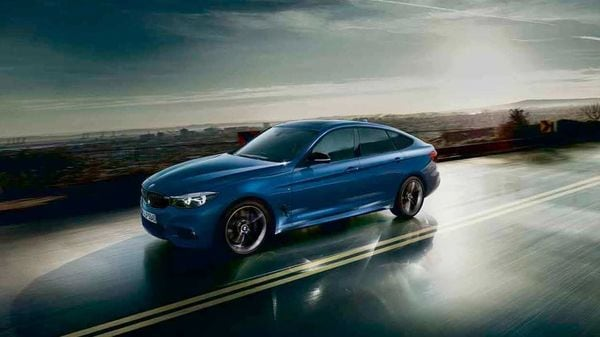 BMW 3 Series Gran Turismo Shadow Edition features certain black elements on the outside for more exclusivity.