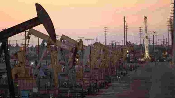 FILE PHOTO: Oil rig pumpjacks, also known as thirsty birds, extract crude from the Wilmington Field oil deposits area where Tidelands Oil Production Company operates near Long Beach, California (REUTERS)
