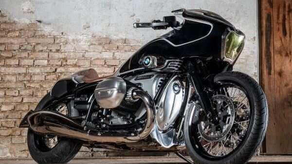 Renowned bike customiser Bernhard Naumann, also known as Blechmann, gave the R 18 a sporty makeover.