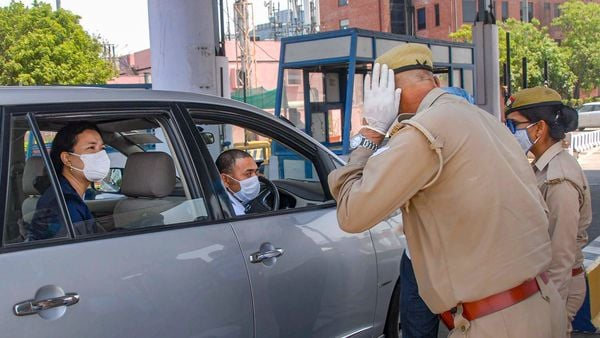 Police personnel check a commuter travelling from Delhi to Noida (PTI)