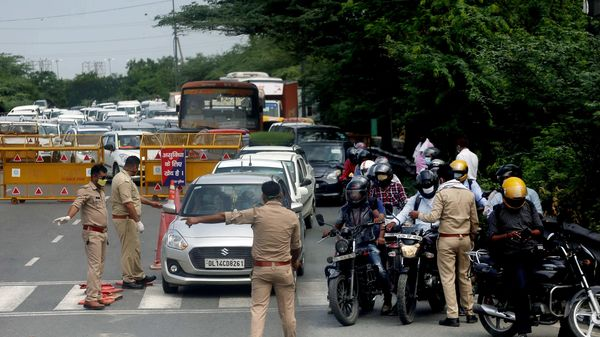 Noida-Delhi border