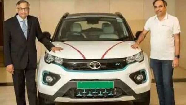 Mr. Shailesh Chandra (right), President – Passenger Vehicle Business Unit hands over the electric SUV to Mr. N. Chandrasekaran (left).