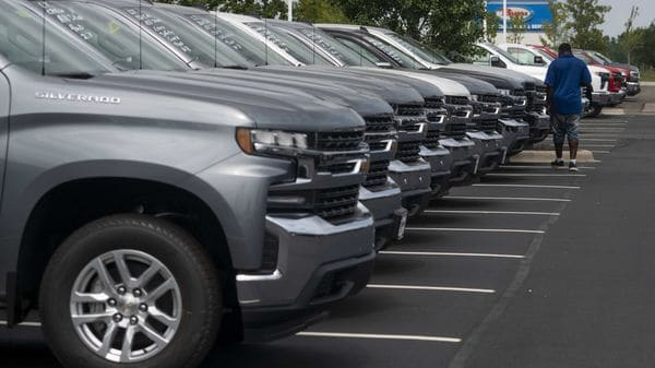 General Motors is using salaried staff for assembly-line work at its Missouri truck plant to cope with high absenteeism and strong demand. (Bloomberg)