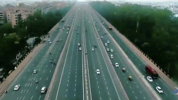 A screengrab from the video of the Delhi-Meerut expressway shared by Nitin Gadkari on Twitter. (Photo courtesy: Twitter/@nitingadkari)