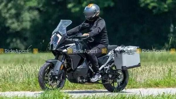 Upcoming 2021 KTM 1290 Super Adventure spotted. Image Courtesy: RideApart