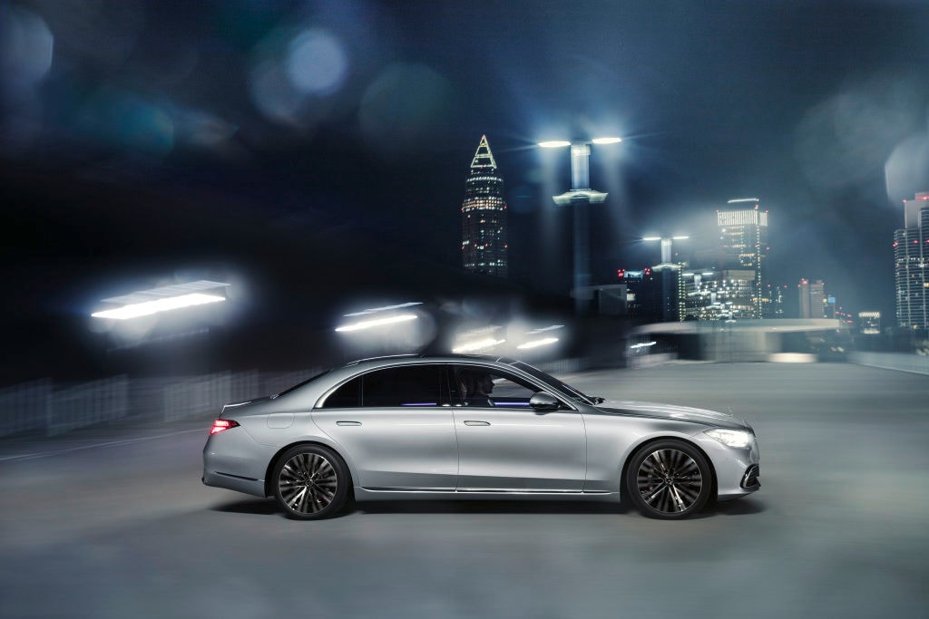 The bonnet of the car is now longer and it is 1.3 inches longer than the preceding model in its LWB version. The wheelbase has also gone up by 2 inches and it stands slightly taller.