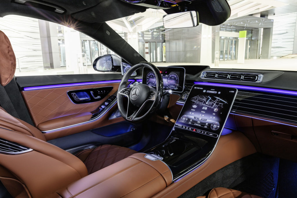 There are 30 speakers and eight resonators all around as part of Burmester high-end 4D surround sound system. There is also a high-tech ambient light system with warning patterns. The new steering wheel system gets two-zone sensor pad for capacitive hands-off recognition.