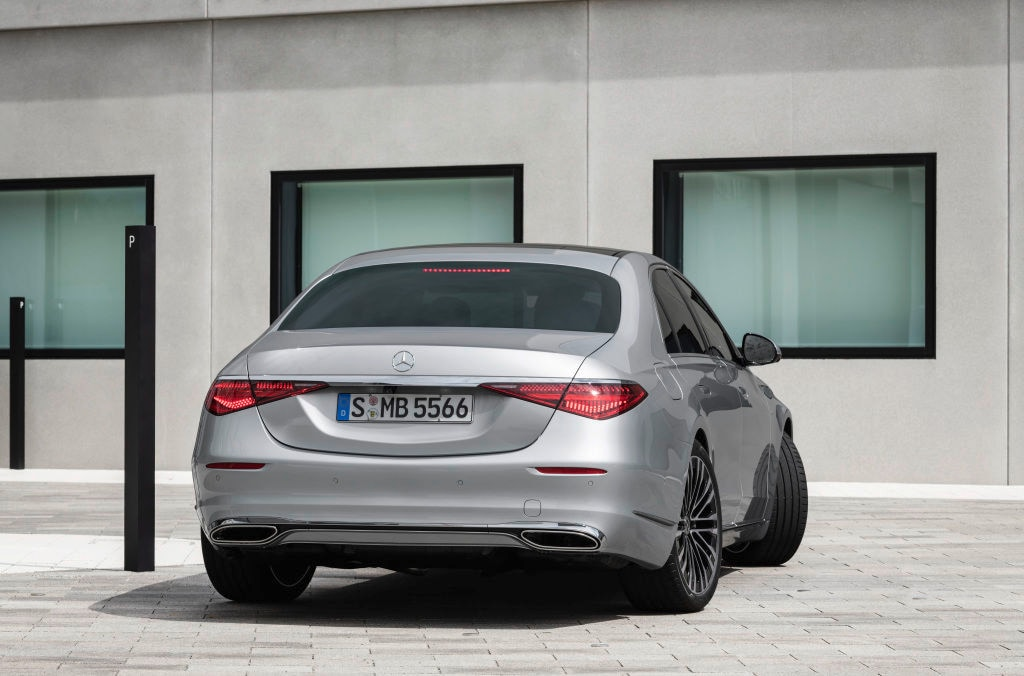 Mercedes S-Class 2021 in its base version is powered by a turbocharged 3.0-liter inline six-cylinder engine with a 48-volt mild-hybrid system - EQ Boost. There is 423 bhp on offer and 520 Nm of torque. 2021 S-Class S580 gets powered by a twin-Turbo V8 engine which has 462 bhp and almost 700 Nm of torque.