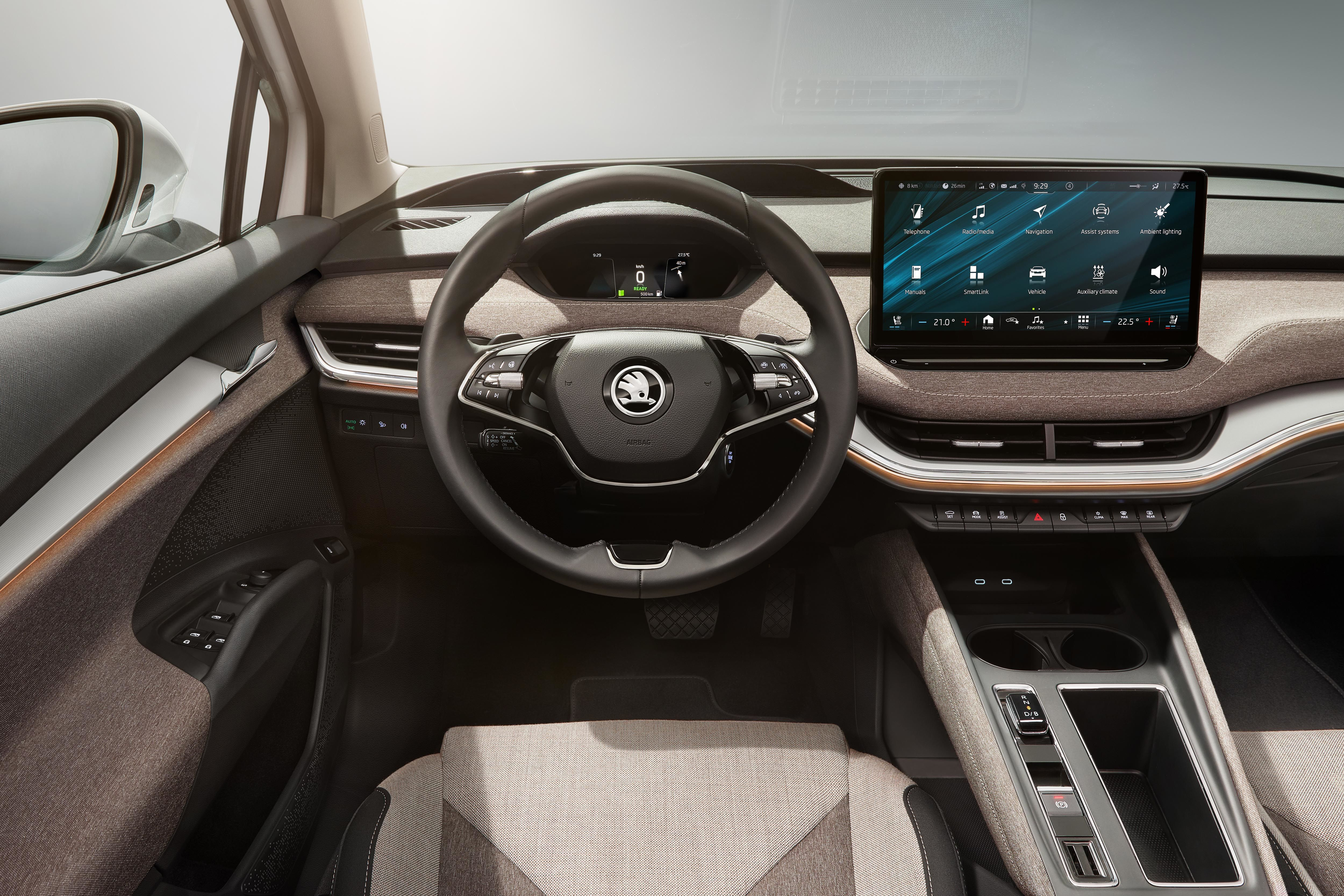 The SUV has a spacious passenger compartment. The horizontally developed dashboard is characterised by the presence of the large 13-inch infotainment display.