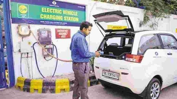 Delhi government is looking at establishing one charging station every three kilometres under its electric vehicles policy.