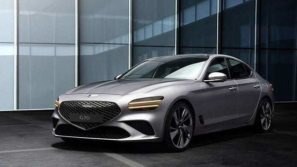 The signature crest grill of Genesis has been lowered further than the quad lamps on new G70.