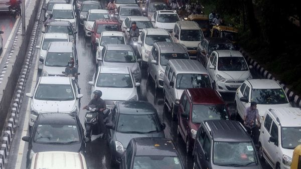 Representational photo of a road with heavy traffic jam