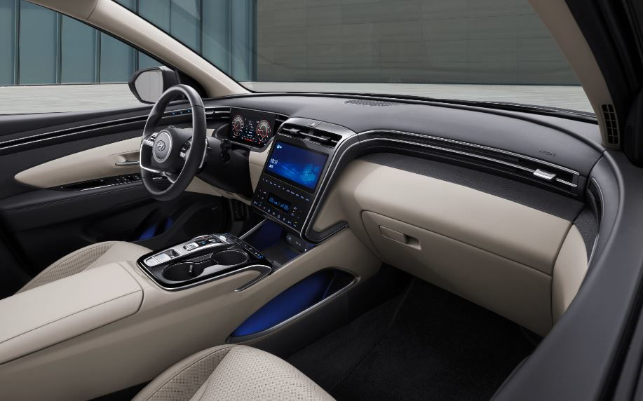 Inside the cabin, the vertically oriented, fully integrated center fascia descends to the console while the ambient mood light feature allows one to adjust the 64 colours for 10 brightness levels.