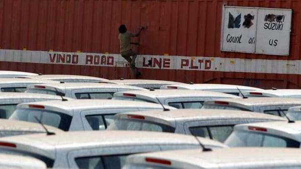 FILE PHOTO: A worker climbs a container to close its window after unloading cars at a warehouse on the outskirts of Ahmedabad February 11, 2013. REUTERS/Amit Dave/File photo (REUTERS)