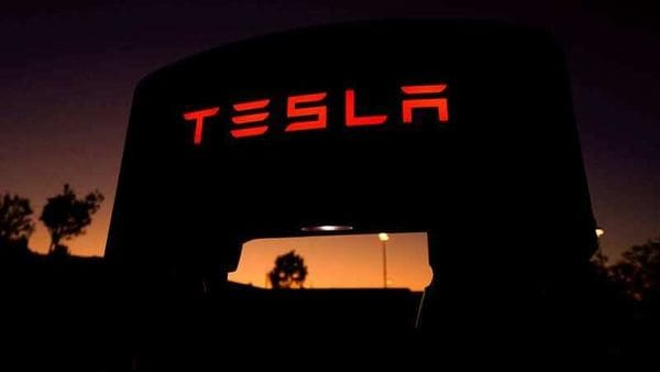 FILE PHOTO: A Tesla supercharger is shown at a charging station in Santa Clarita, California, U.S. October 2, 2019. REUTERS/Mike Blake (REUTERS)