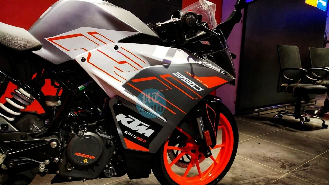 Ktm Rc390 S New Metallic Silver Shade Looks Killer In Detailed Showroom Images