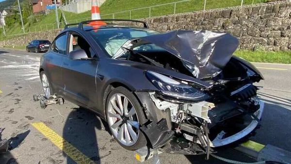 This photo of an extsensively damaged Tesla Model 3 was tweeted by @Mike94160