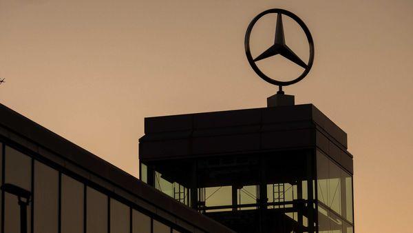 Logo of Mercedes-Benz (Bloomberg)