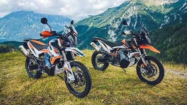 Both the adventure focused bikes share the styling cues from the KTM 790 Adventure.