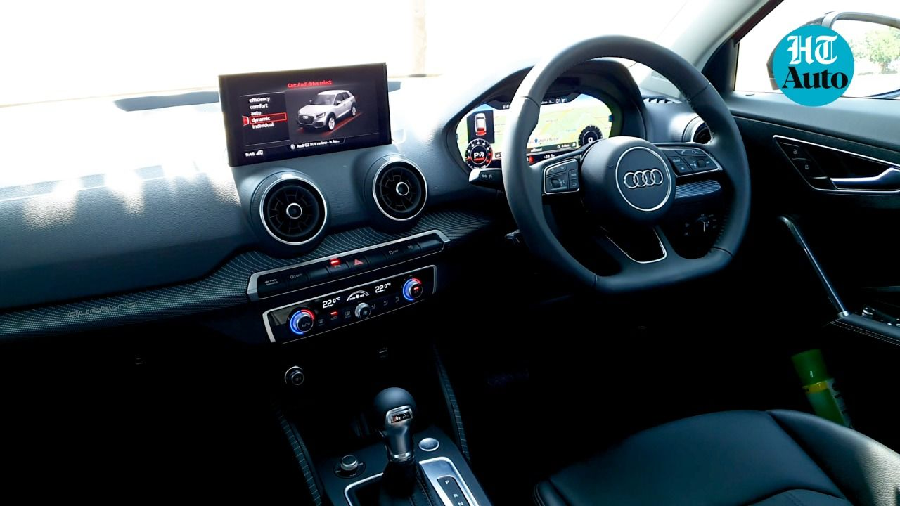 On the inside, the Q2's cabin features soft-touch plastics on the dash, leather-wrapped flat-bottomed steering and nicely-appointed center console between the two front seats that also get a good level of cushioning. (HT Auto/ Sabyasachi Dasgupta)