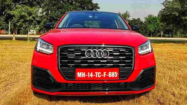 From the front, the Q2 SUV gets large octagonal single-frame grille, wedge-shaped LED head lights and sculpted bonnet. It features 17-inch alloy wheels. (HT Auto/Sabyasachi Dasgupta)