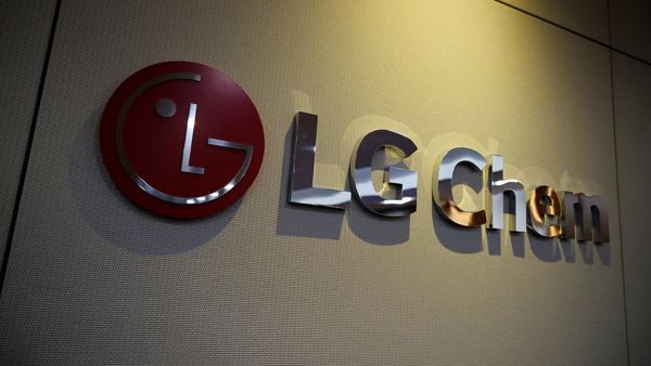 The logo of LG Chem is seen at its office building in Seoul, South Korea, October 16, 2020. REUTERS/Kim Hong-Ji (REUTERS)