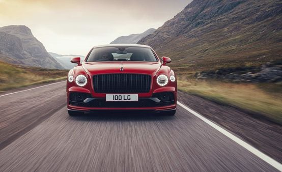 Bentley decided to replace W12 engine with V8 in new Flying Spur.