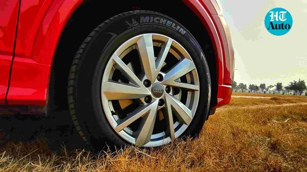 The 17-inch allow wheels are just the right size to compliment the visual profile of Audi Q2.