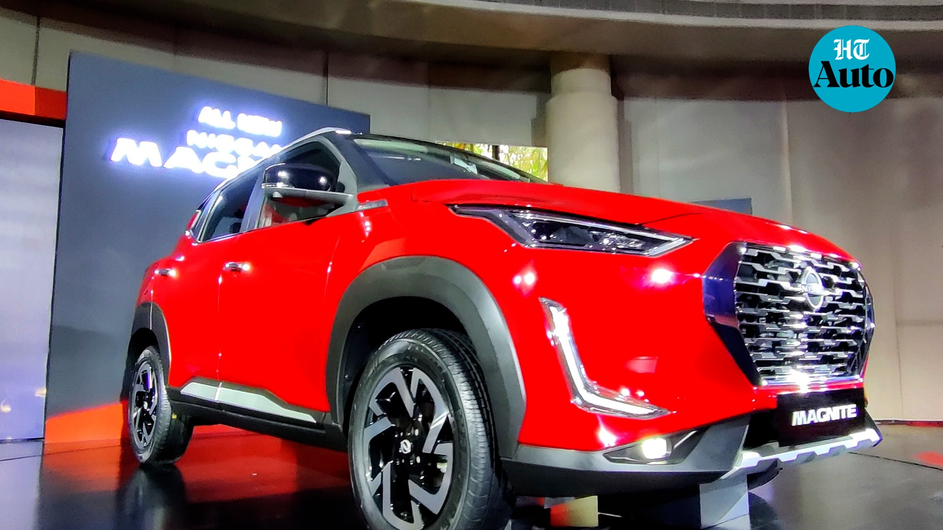 Nissan Magnite comes with a Turbo HTA0 engine option while buyers may also be able to choose from the company's much-acclaimed X-Tronic CVT transmission option. The SUV also claims to have the best-in-class turning radius of 5.0m. (HT Auto/Sabysachi Dasgupta)