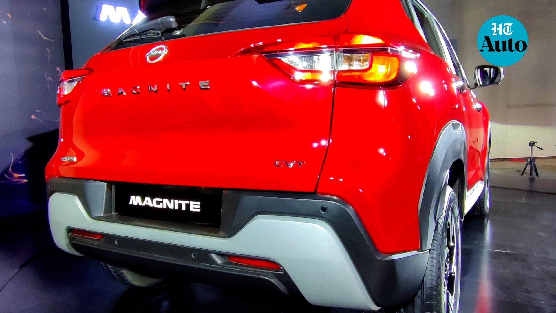 The rear profile of Magnite benefits from sleek LED tail lights and the 'Magnite' badge just under the rear wiper. The silver skid plate makes a comeback here and there is a brake light mounted on the rear spoiler as well. (HT Auto/Sabyasachi Dasgupta)