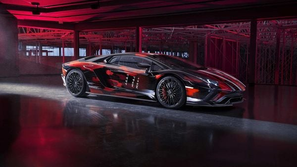 This special Aventador S has been presented at Lounge Tokyo which seeks to bring the best of automotive design and the world of fashion.