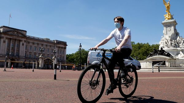 Representational File Photo: A man wearing a protective face mask cycles past Buckingham Palace in London, Britain. (REUTERS)