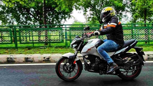 Hero Xtreme 160R has a soft and comfortable ride quality. Picture Courtesy: Sabyasachi Dasgupta