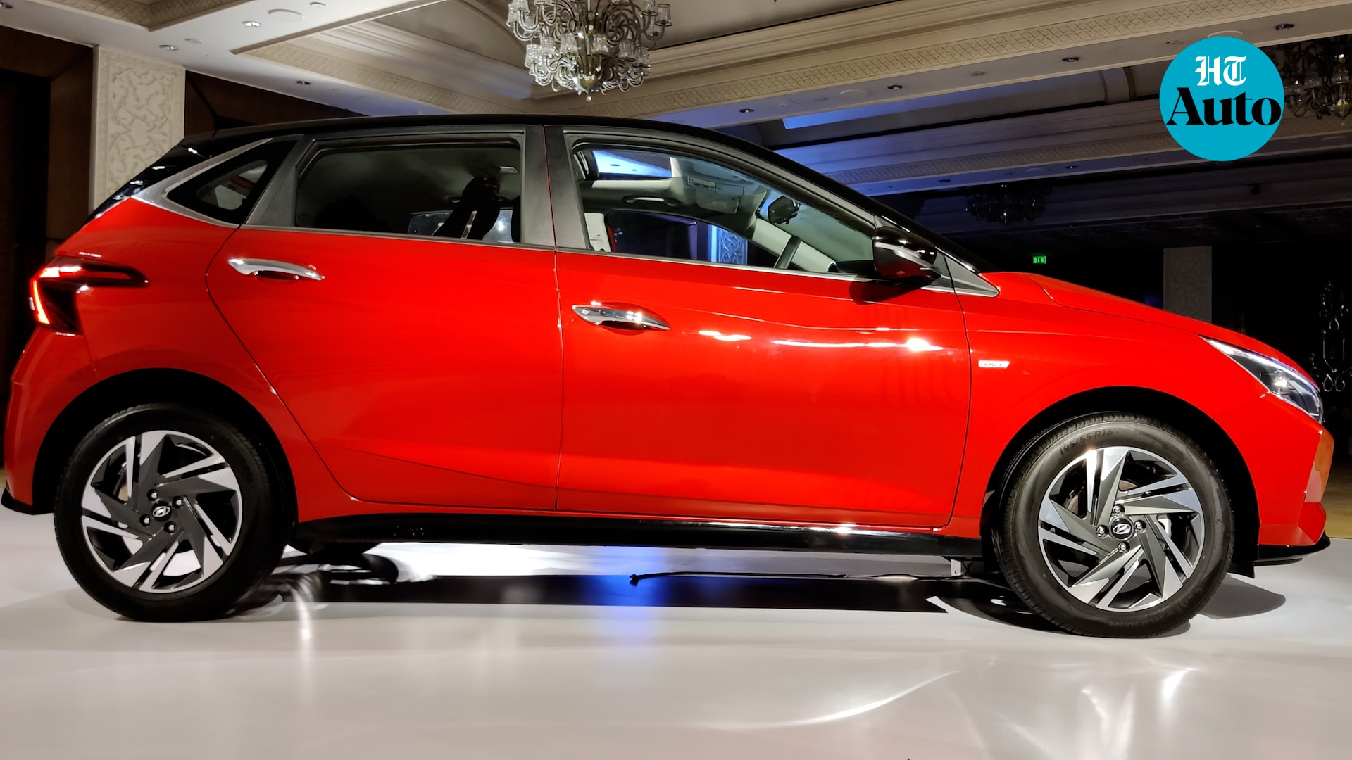 New i20 gets R16 diamond-cut alloys, chrome door handles, fly back chrome beltline design, large quarter-back glass on the C-pillar and a blackened side sill garnish with another i20 brand badge here.