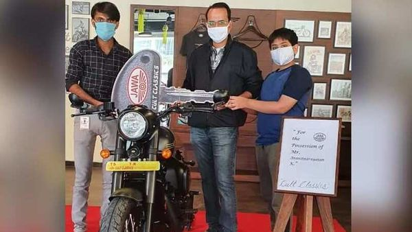 Representational Image of a Jawa Perak BS 6 getting delivered to a customer in Hyderabad. Image Courtesy: Jawa Motorcycles