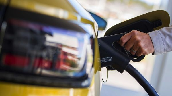 Union Minister Nitin Gadkari has urged EV manufacturers to keep the cost of electric vehicles lower to attract more customers. (File photo) (Bloomberg)