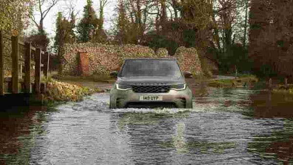 Land Rover's new Electrical Vehicle Architecture(EVA 2.0) underpins a number of advanced technologies in the new Discovery while retaining its inherent visual cues. The SUV gets new signature LED head lights with DRLs, animated front and rear indicators and body-coloured fender vent.