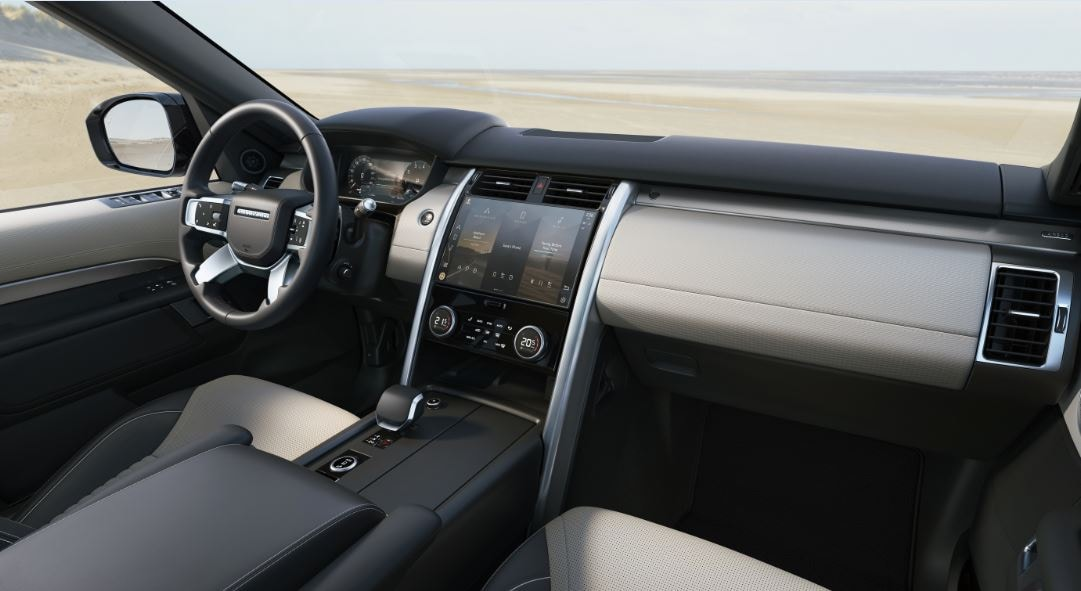 The cabin of the new Discovery gets a massive 11.4-inch full HD Pivi Pro infotainment touchscreen. Connectivity is provided by dual-sim technology, with two LTE modems enabling the system to carry out multiple functions at the same time.
