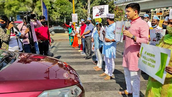 File photo of AAP MLA Raghav Chadha, along with volunteers urging commuters at a busy intersection to do their bit to fight air pollution as part of the Red Light On, Engine Off campaign. (PTI)