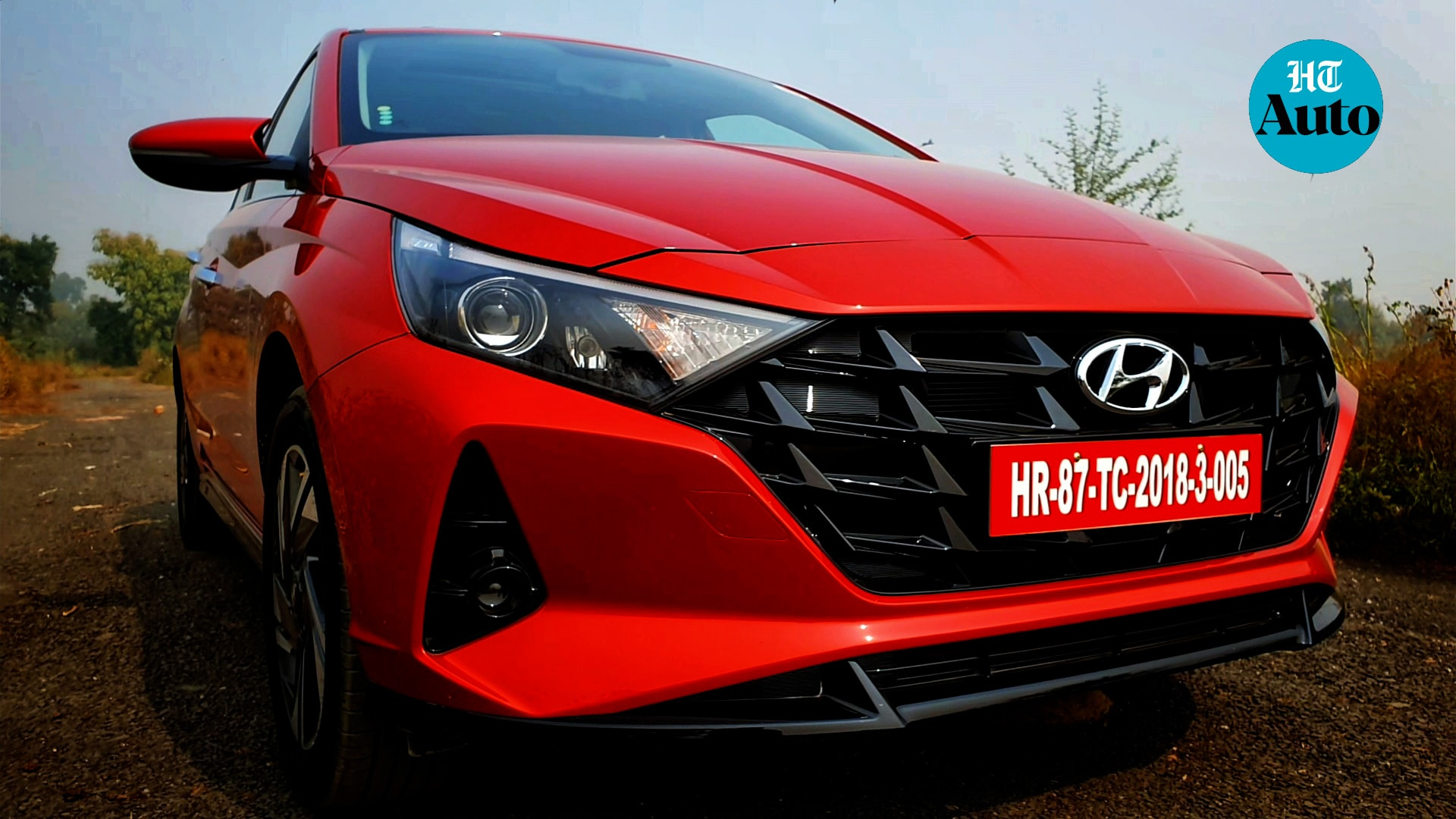 The new premium hatchback sports a Parametric Jewel pattern grille in black which goes well with the red but also blends with most of the colour options available. The LED headlights are sleek and sharper than before while the fog lamps now come in a blackened casing to add a bit of visual panache. (HT Photo/Sabyasachi Dasgupta)