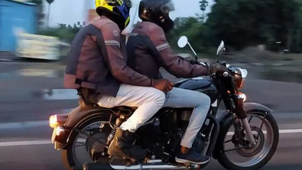 The new Royal Enfield Classic 350 is expected to break cover in early 2021. Image Credits: Youtube/Vilvakumar P
