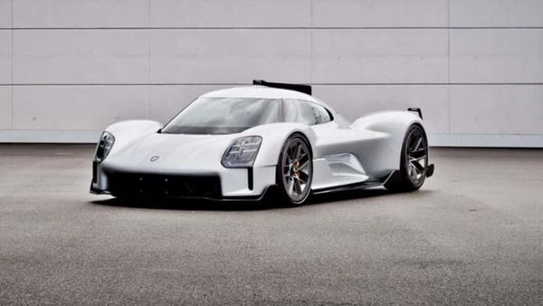 The Porsche 919 Street was developed with a vision of a special series for private racing drivers based on the 919 Hybrid.