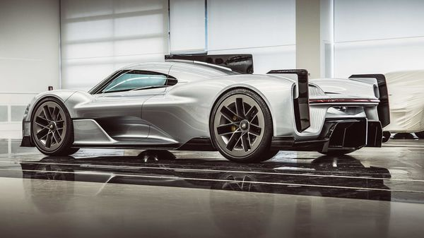 Photo of the Porsche 919 Street (2017) revealed for the first time.
