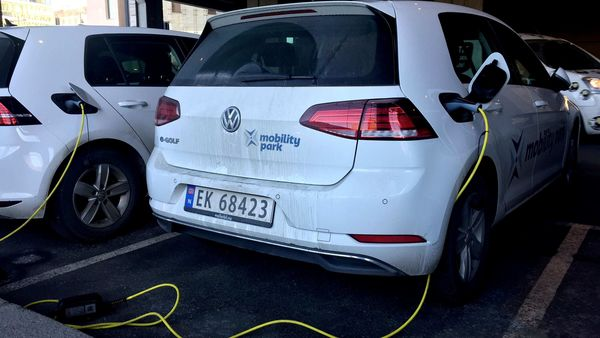 FILE PHOTO: Electric cars are parked in Oslo, Norway (REUTERS)