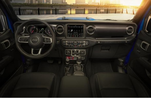 The Rubicon 392 signature is embossed on the seats and is offered as standard with a leather upholstery, infotainment group, advanced safety, body-coloured hardtop and other normally optional items. Mopar will also offer a wide range of specialty accessories.