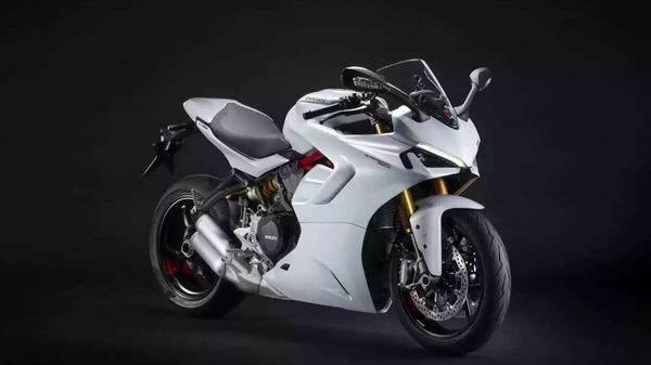 2021 Ducati SuperSport gets significantly updated exteriors.