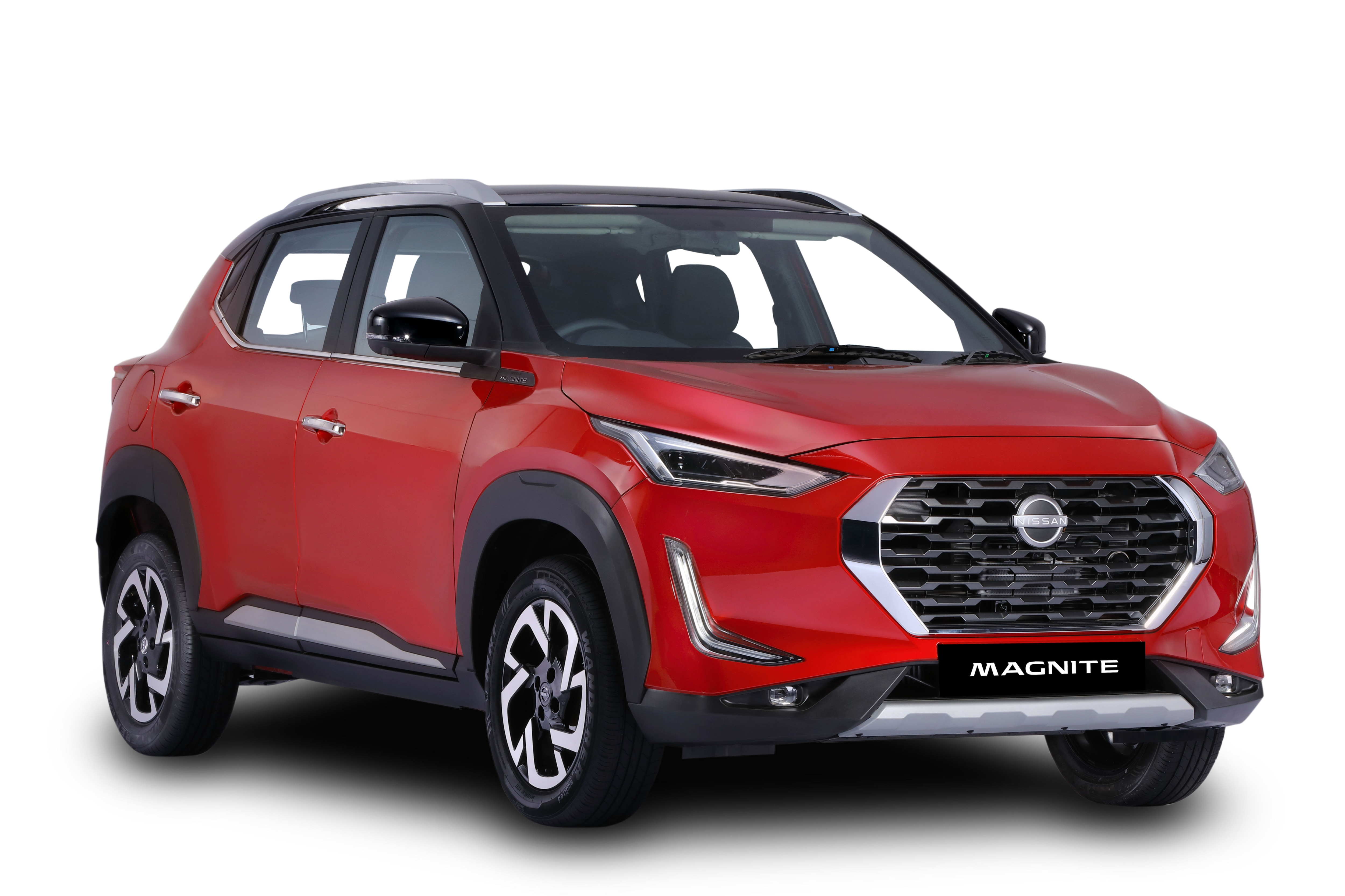 Magnite's front grille is similar to the ones seen on some of the Datsun cars. It gets chrome outline on the side and at its bottom. There is a silver skid plate on the front bumper which seeks to lend the vehicle its SUV credentials.