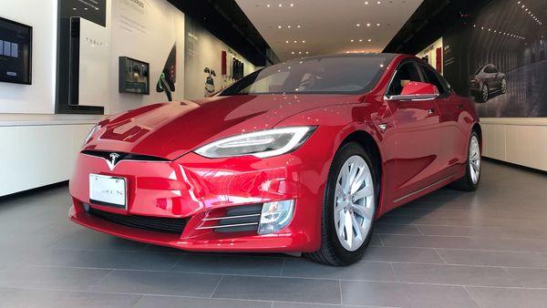 FILE PHOTO: FILE PHOTO: A Tesla Model S car is seen in a showroom in Santa Monica, California, U.S., January 4, 2018. REUTERS/Lucy Nicholson/File Photo/File Photo (REUTERS)